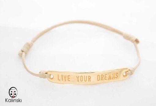 """Гривна с надпис на английски златиста """"Live your Dreams"""""""