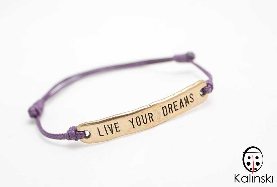 "Гривна с надпис ""Live your Dream"" лилава корда и позлатен елемент"