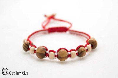 мартеници-гривна-бяло-и-червено-дървени-топчета